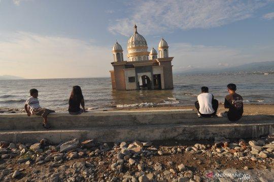 """Masjid Terapung """"saksi bisu"""" tsunami Palu bakal jadi objek wisata"""