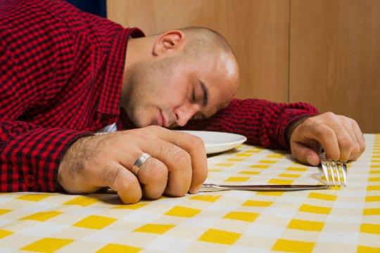Mengapa kita kerap mengantuk setelah makan?