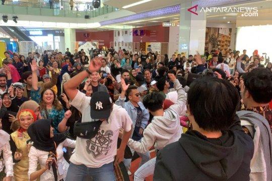 "Panggung dangdut ""Harmoni Cinta Indonesia"" goyang Kota Nanjing"