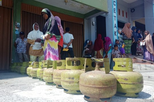 Pertamina diminta tertibkan penjual elpiji subsidi Rp60.000/tabung