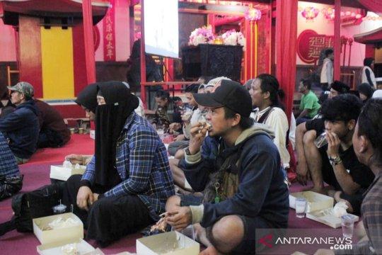 Tunjukkan toleransi, Shinta Nuriyah sahur di Wihara Bogor