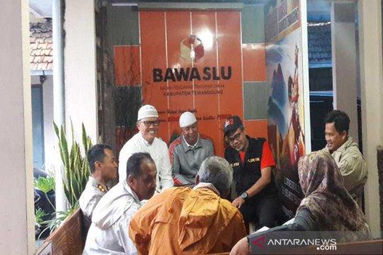 Relawan Prabowo datangi Bawaslu Temanggung tanyakan penurunan baliho