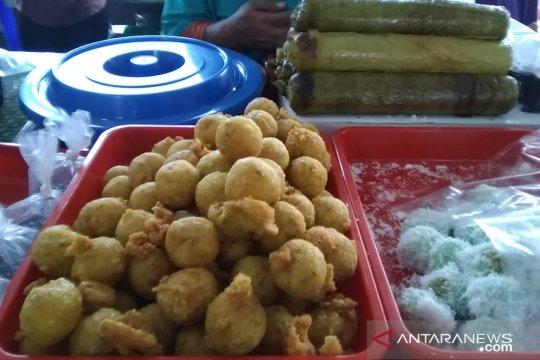 """""""Sala lauak"""" dan ketupat ketan jajanan favorit Pasar Benhil"""