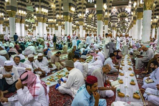 Buka puasa Ramadhan di Masjid Nabawi