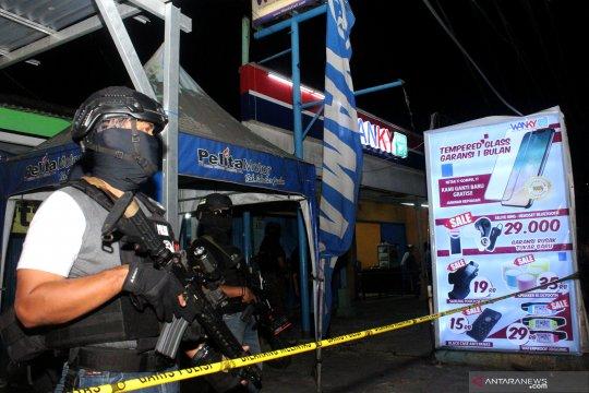 Penggeledahan barang bukti milik terduga teroris