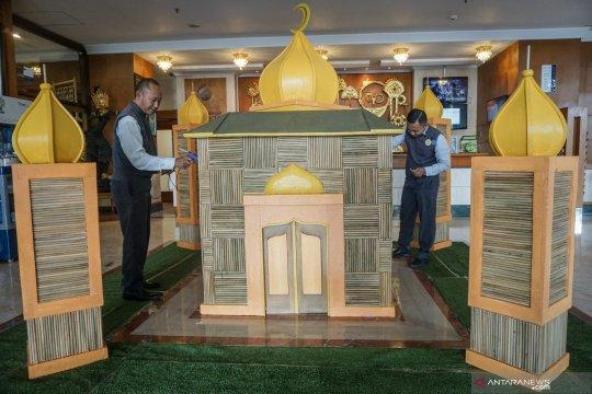 Replika masjid dari sedotan bambu