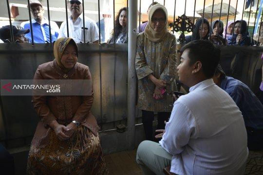 Wali Kota Risma semangati keluarga KPPS Surabaya