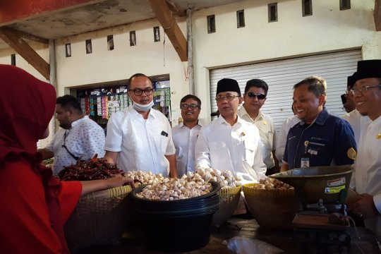 Wali Kota Mataram pantau ketersediaan bahan pokok