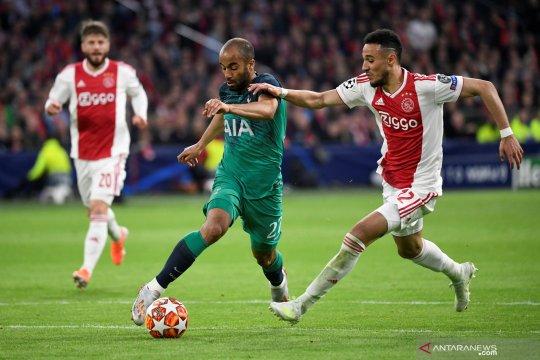 Bertandang ke APOEL, Ajax petik hasil imbang 0-0