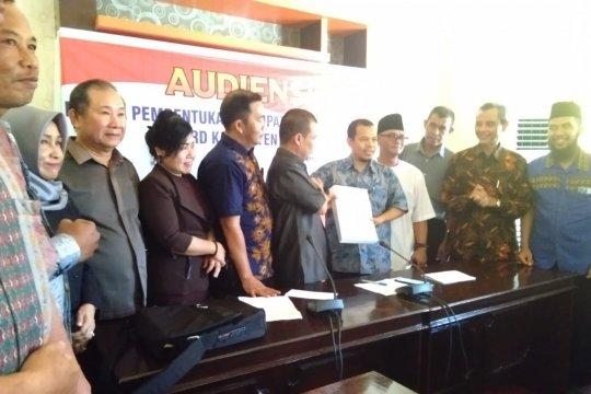 Kabupaten Sambas Kalbar diupayakan untuk dimekarkan