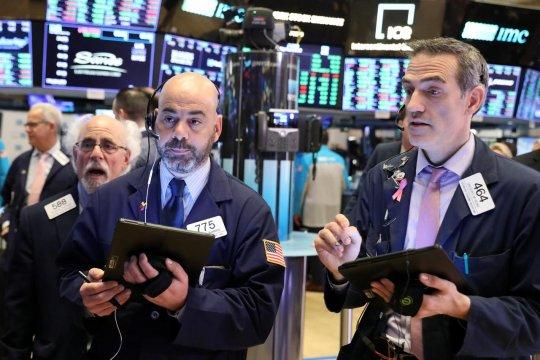 Reli saham perbankan angkat Wall Street berakhir lebih tinggi