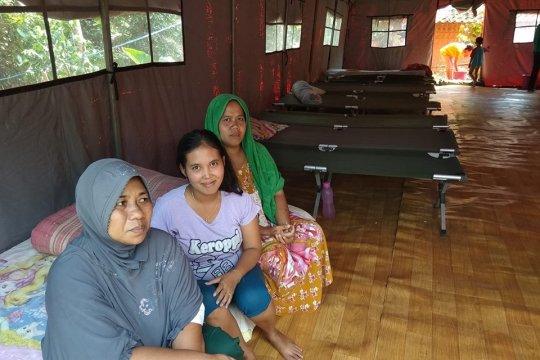 Puluhan warga Lebak mengungsi ditenda BPBD