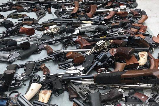 Anggota Demokrat tekan Republik dengan ajukan RUU pemantauan senjata