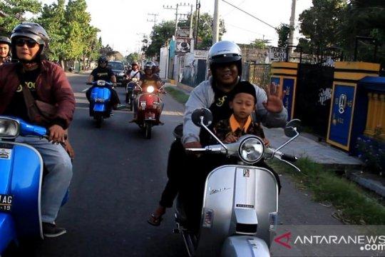Jurnalis Kediri pecinta vespa ajak anak yatim ngabuburit