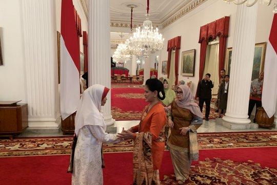 Faunia Kasuba dilantik sebagai Ketua Dekranasda Malut di Istana Negara