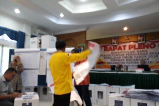 Saksi parpol protes hasil pleno KPU Rohul berbeda dengan C1