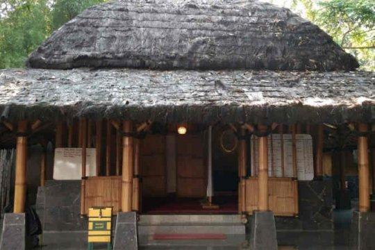 Masjid bambu Cirebon sejuk dan bersih