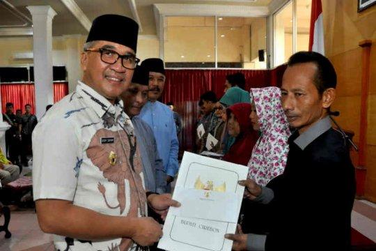 Pemkab Cirebon berikan santunan petugas KPPS meninggal