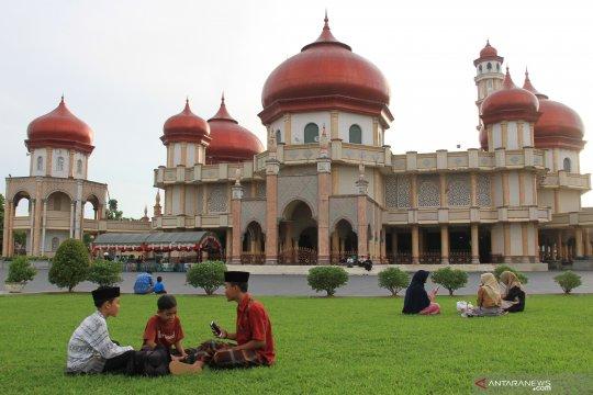 Ngabuburit di Masjid Agung Baitul Makmur Lhokseumawe