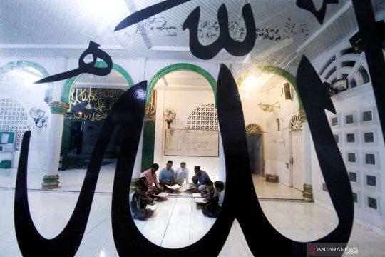 Umat muslim memperbanyak amalan dan ibadah di bulan Ramadhan
