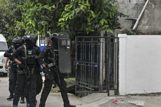 Densus 88 geledah rumah kontrakan terduga teroris di Bekasi