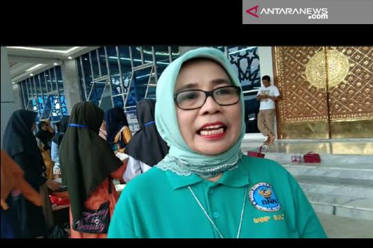BNNP Sultra bagi-bagi takjil di masjid Al-Alam Kendari