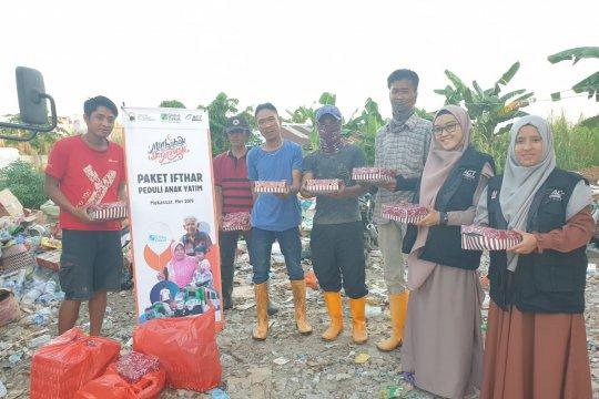 ACT Sulsel-Komunitas Peduli Yatim dan Dhuafa berbagi paket berbuka