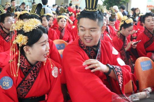 Pernikahan massal dalam rangkaian Karnaval Aliday di Cina