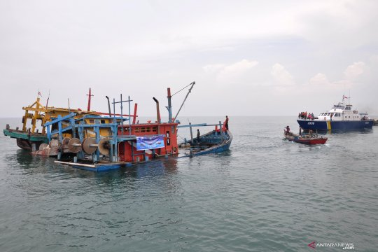 Penenggelaman kapal nelayan asing pencuri ikan Indonesia