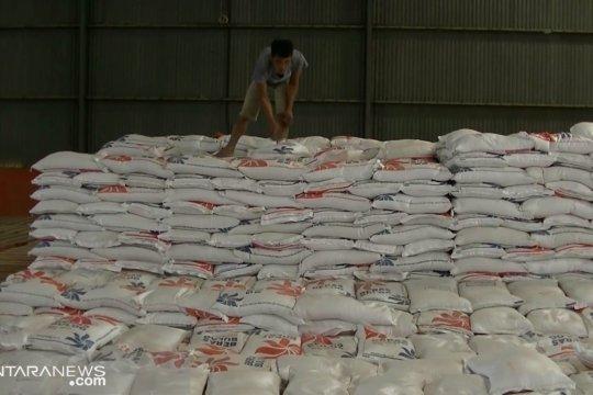 Persediaan beras Bulog di Sukabumi mencukupi hingga Agustus