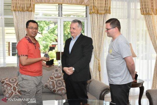 Gubernur NTB bertemu penasihat Paus Fransisco dari Vatikan