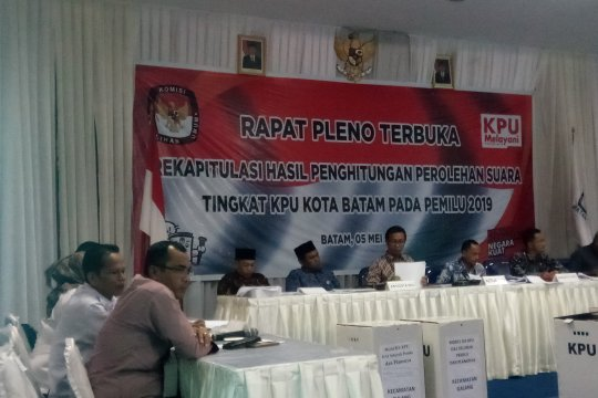 Rekapitulasi suara tingkat Kota Batam tunggu Sagulung