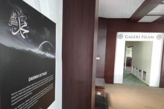 Galeri Islam Al-Azhom Menyediakan Al-Quran Braile
