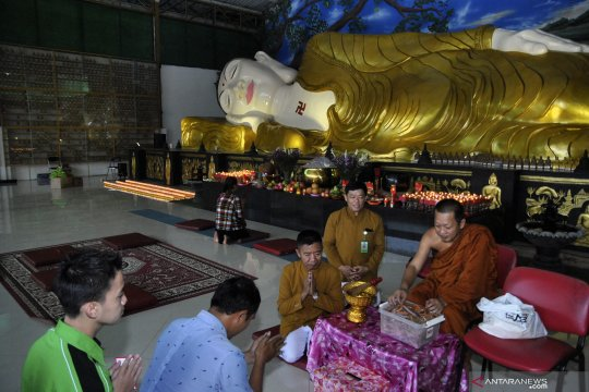 Perayaan Shejit Vihara patung Buddha Tidur