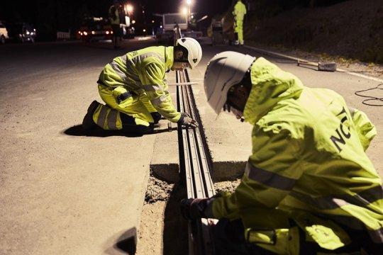 Di Swedia, jalan bisa isi daya mobil listrik yang melintas di atasnya