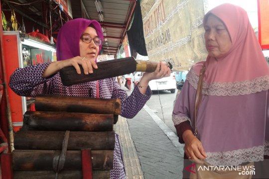 Berkah Ramadhan juga dirasakan pedagang lemang, makanan khas Padang