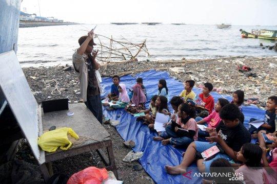Menularkan semangat kuli tinta ke anak pesisir Cilincing