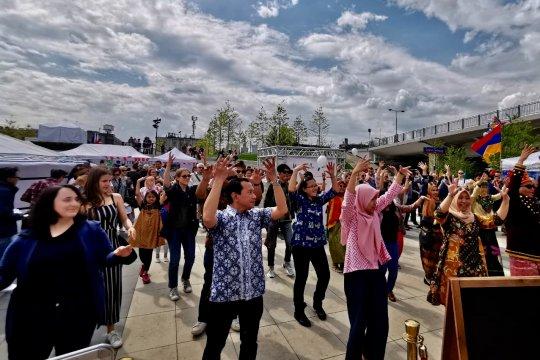 Poco-poco dan Gemu famire meriahkan Embassy Festival di Polandia
