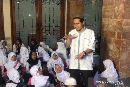 Menanti buka puasa sambil belajar agama di Masjid Sunda Kelapa