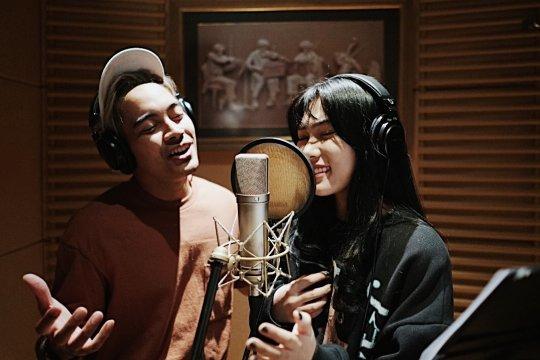 "Isyana - Gamaliel berkolaborasi untuk lagu tema ""Aladdin"""