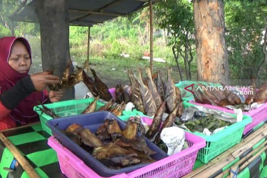 Ikan asap jadi kuliner favorit di jalur pantura Probolinggo