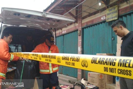 Polisi menyelidiki penyebab ledakan di mobil bermutan petasan