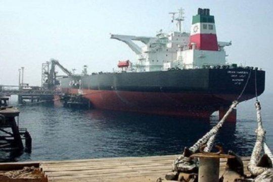 Serangan dua tanker diduga terjadi di Teluk Oman