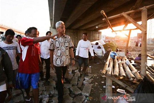 Ganjar kawal pembangunan hunian sementara warga Tambakrejo Semarang
