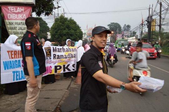 Syukuri kemenangan PKS Kota Depok bagikan ribuan takjil