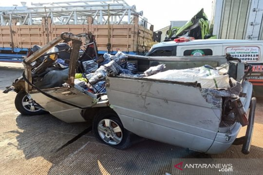 Kecelakaan di Tol Batang-Semarang tewaskan satu orang