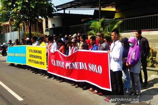 Seratusan warga Solo aksi damai dukung KPU