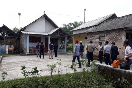 Densus 88 geledah rumah mertua terduga teroris di Nganjuk