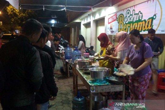 Warga Purwokerto bagikan ratusan porsi makan sahur gratis setiap hari