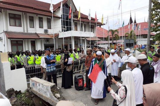 Puluhan orang tuntut KPU ungkap kematian ratusan KPPS
